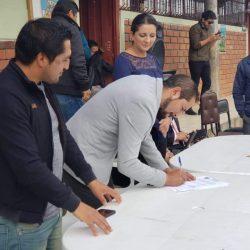 Se firmó un convenio con el comité de padres de familia para la construcción de la cubierta de la Unidad Educativa Tadeo Torres de la parroquia Jadán.